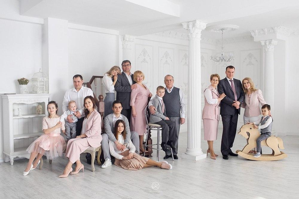 Фотосессия для большой семьи в студии